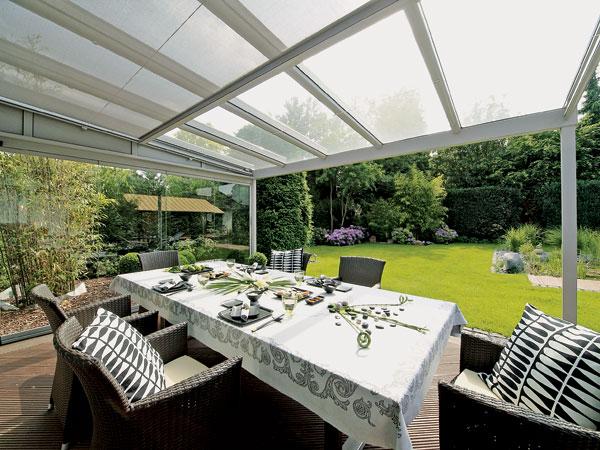 O verande (a spol) - Úhľadná čierno- biela