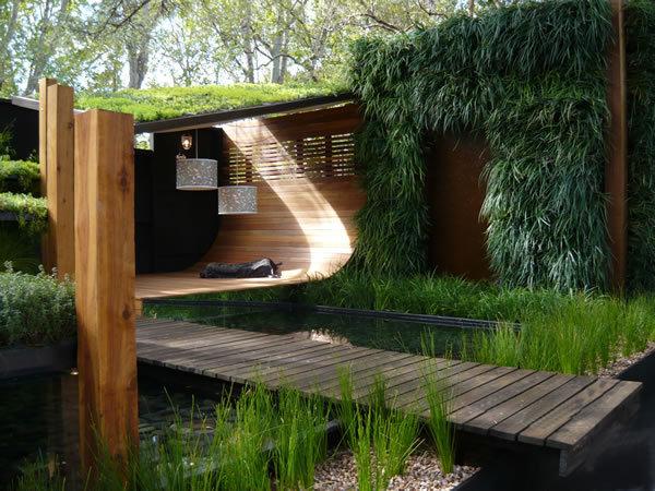 O verande (a spol) - Patio s orientalnymi črtami
