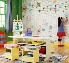 kreativna stena pre deti tiez nieje zly napad... alebo nejaka tapeta a má z izby,velku vymalovanku :-) preco nie?