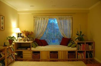 zatim udelame v pokojiku jenom postel a odkladaci prostor, pro hosty