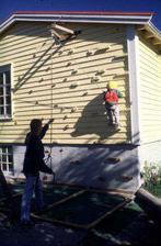 Lezecká stena- odopreli by ste vlastnému dieťaťu čosi takéto na fasáde vlastného domu ? :-D