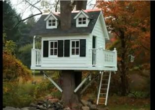 Aj stavebný postup tohto bábikového domčeka je na youtube