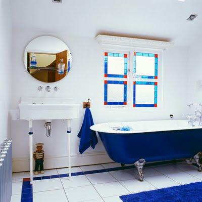 Vidiecke kúpeľne - Kontrastná vitraž odražajuca podlahu