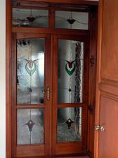 Vitráž nemusí byť len na okne, ale napríklad na dverách