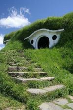 Vraj dom sa človeku páči vtedy, ked pripomína ludskú tvár... tento domček pre ovečky ju pripomína úplne... a tuším sa aj smeje