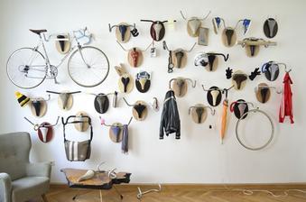 Viedenský dizajnér Andreas Scheiger vytvoril sériu akýchsi bicyklových trofejí. Hlavy falošných loveckých trofejí vytvoril pomocou starých sedačiek, bŕzd a riadidiel z nájdených bicyklov.
