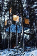Švédsko- stromový hotel so zrkadlami