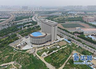Nová budova univerzity v Číne... oooops, čo mi to len pripomína? :-D