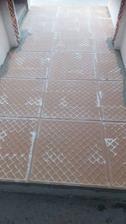 Najdoležitejšie je vybrať si pekný vzor dlažby s protišmykovou úpravou :-D