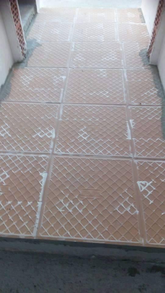 1. apríl - Najdoležitejšie je vybrať si pekný vzor dlažby s protišmykovou úpravou :-D