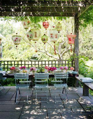O verande (a spol) - na vytvorenie atmosféry stačia lampy a kvety...