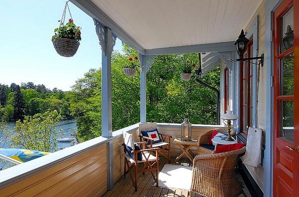 O verande (a spol) - biela, modrá, červená...