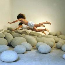 """""""Kamene"""" na hranie- vlna vo vlne, ktorá sa tvári, že je kameň"""
