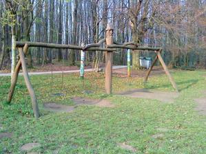 Komplet hojdačky strážené lesným mužom