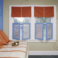 OKNÁ: Červeno modrý oblečok pre okná...