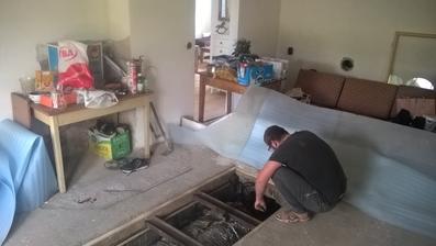 montázna jama v buducej kuchyni asi z nej urobime malu pivnicku  s padacimi dvierkami , uvidime...