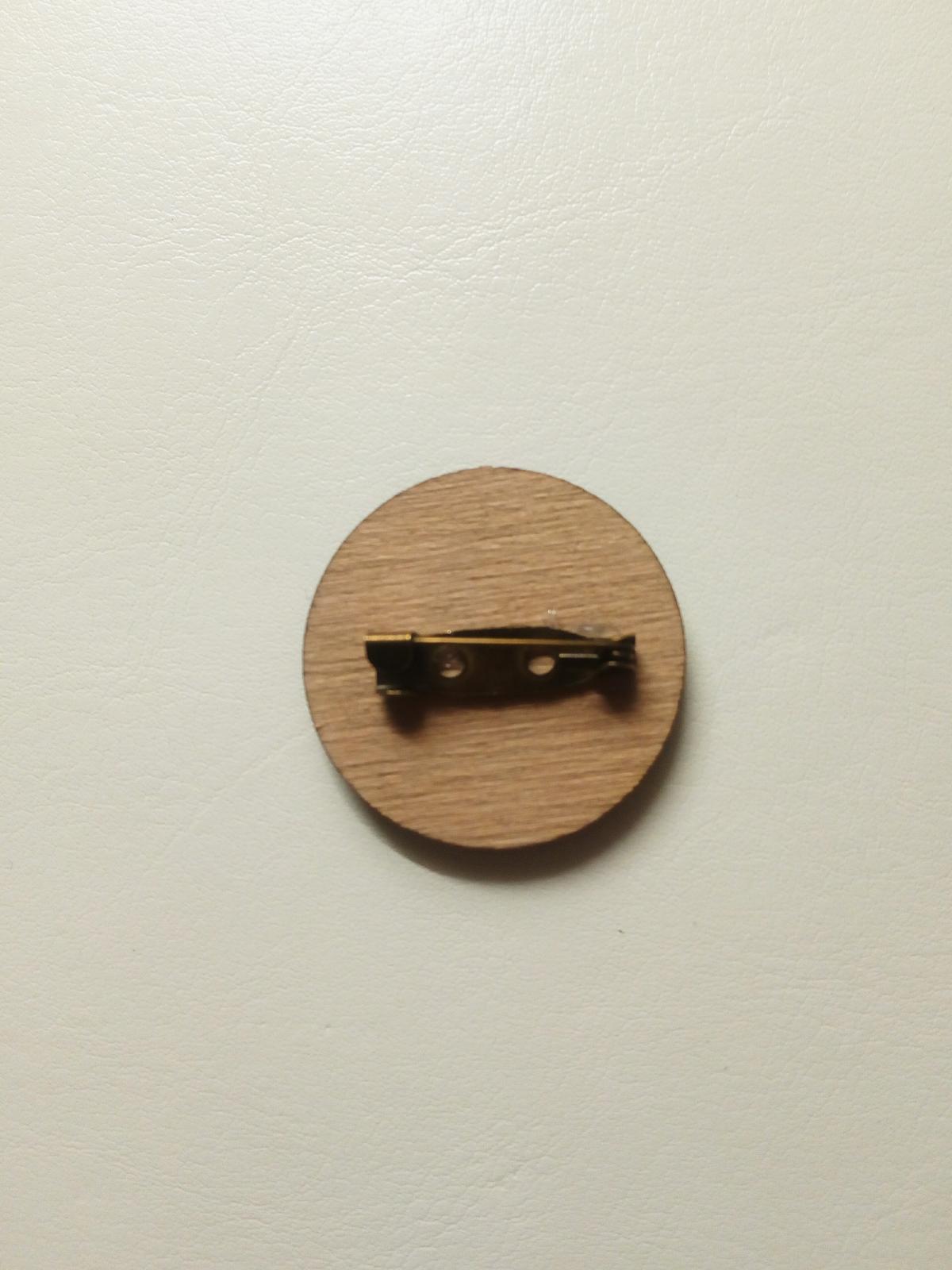 Dřevěné vývazky - Připnutí zajištěno brožovým můstkem