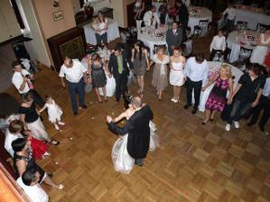 První tanec byl waltz.