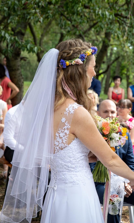 Svatební šaty pro vílu - Obrázek č. 3
