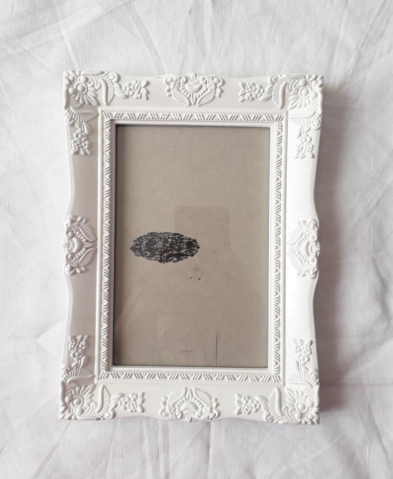 Bílý ozdobný rámeček - rezervace - Obrázek č. 1