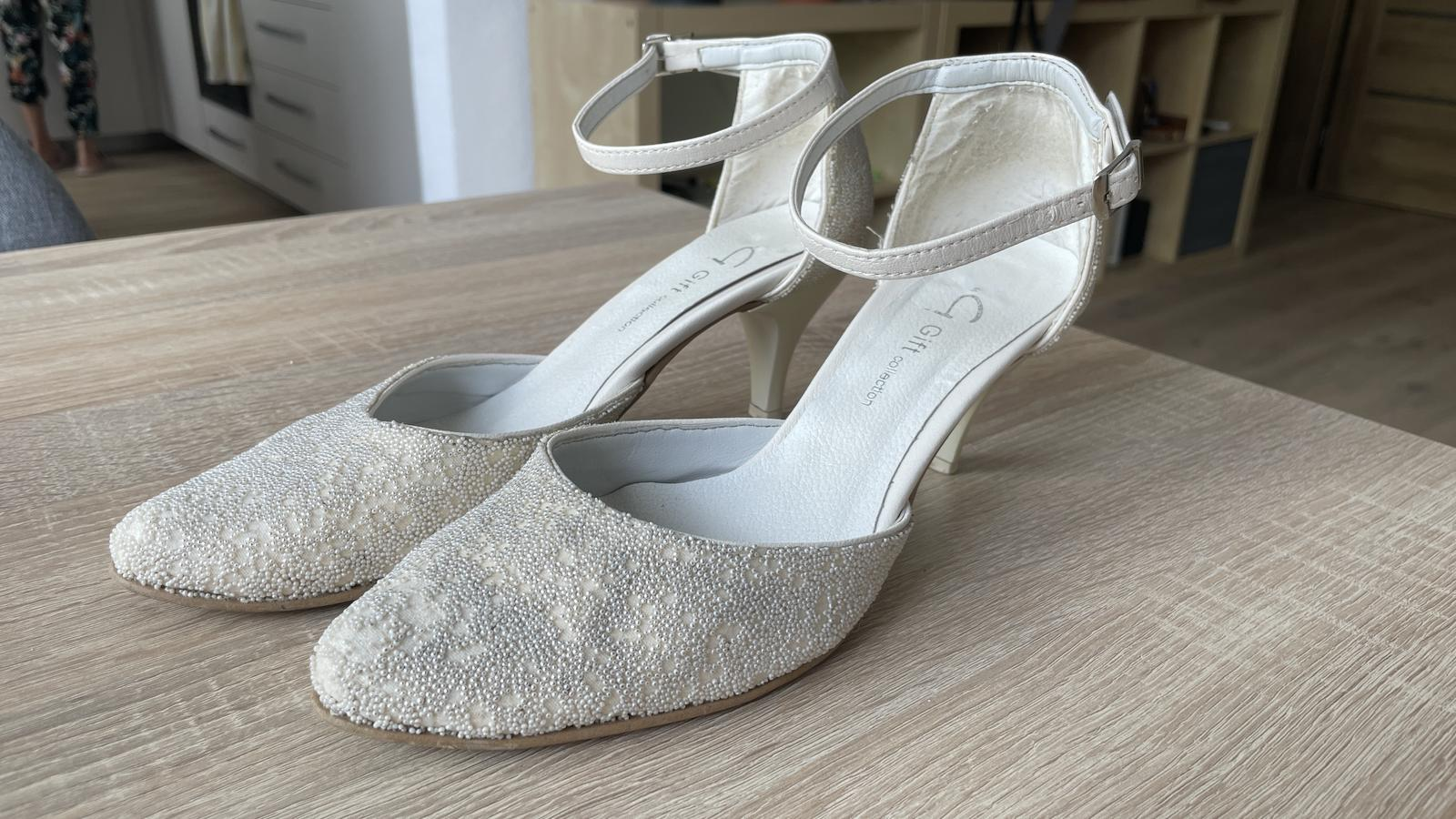 Biele svadobné topánky - Obrázok č. 1
