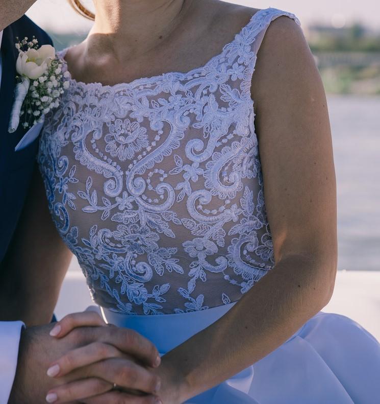 Dvojdielne svadobné šaty - Obrázok č. 1