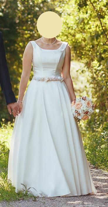 Svadobné šaty na predaj - mimoriadne pohodlné a krásne jednoduché - Obrázok č. 1