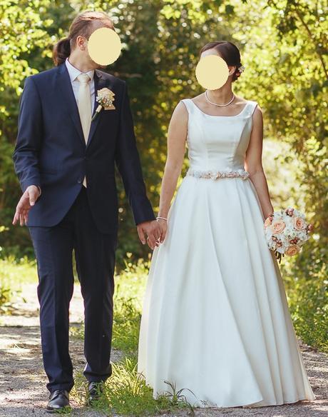 Svadobné šaty na predaj - veľmi pohodlné a krásne jednoduché - Obrázok č. 2