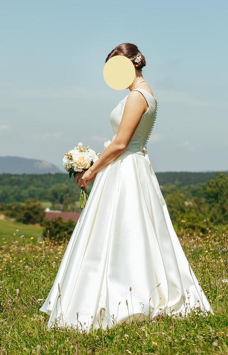 Svadobné šaty na predaj - veľmi pohodlné a krásne jednoduché - Obrázok č. 3