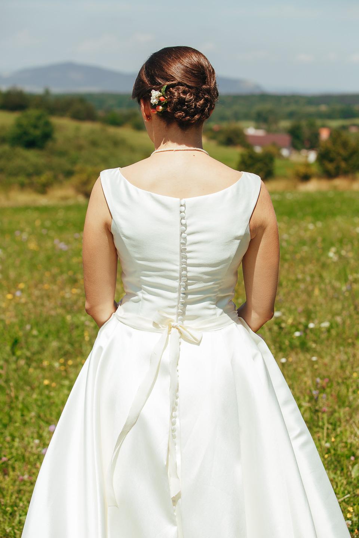 Svadobné šaty na predaj - veľmi pohodlné a krásne jednoduché - Obrázok č. 4