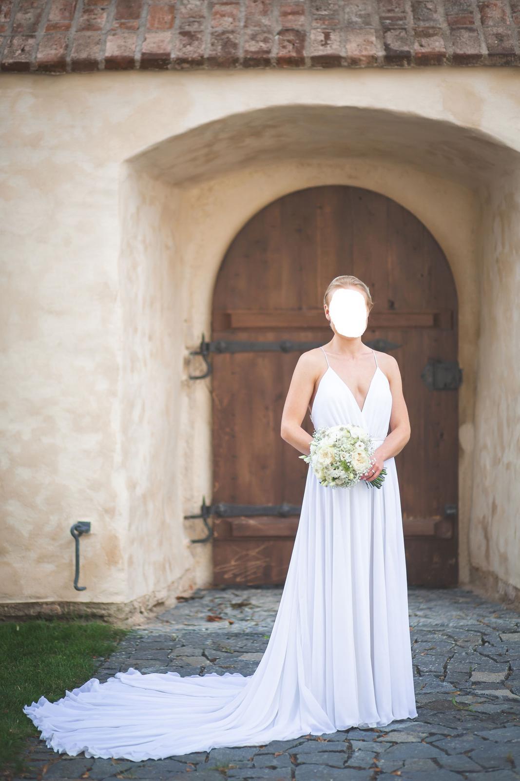 Lehké elegantní svatební šaty - Obrázek č. 1