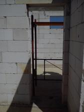 vchod do garáže zo zádveria
