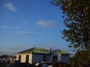 komín nám už vykúka nad strechu :-))