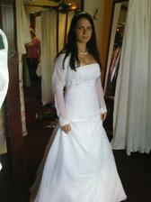 nevěsta,jen chybí svatební účes