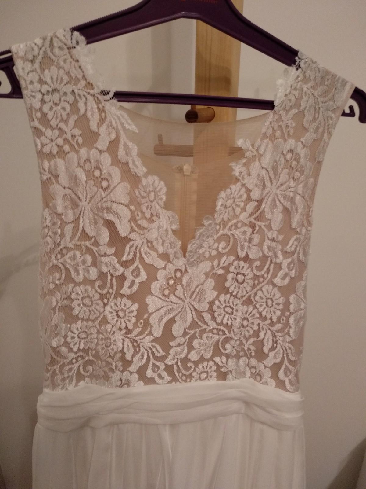 Jednoduché svadobné šaty s čipkou - Obrázok č. 4