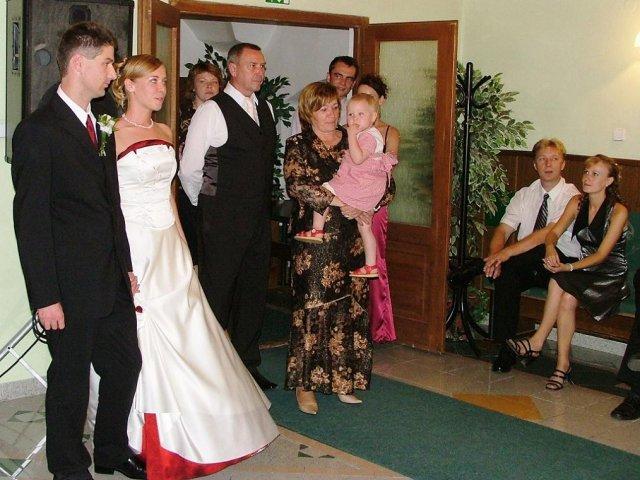 Evka{{_AND_}}Mirek - tých blonďáčikov vpravo :-) Zuzku s Jankom to čaká 15. 10. :-)