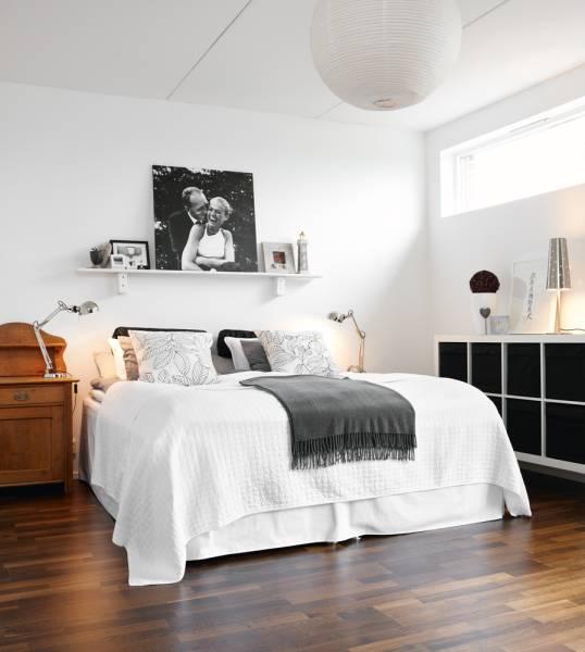 Ložnice... inspirace - polička nad postelí na fotky? hm!