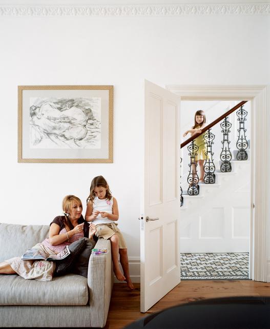 Čo nás inšpiruje... - A chceme biele dvere, ktoré by pekne splývali so stenou a nechali by vyniknúť ostatnému nábytku. Opäť prosím o radu: čo poviete na biele sokle ladené ku dverám miesto nejakých vo farbe podlahy?