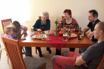 Není nad pořádný jídelní stůl :-)