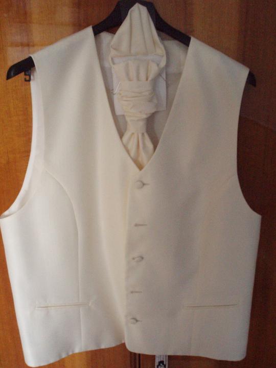 A&M 20.8.2011 - svadobná vesta pre drahého