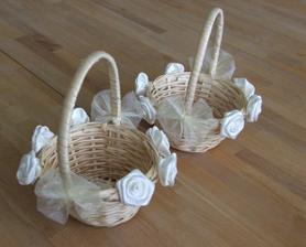 košíčky pro malé družičky jsou připravené