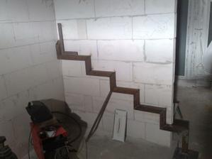 """Zaciname so schodami... najprv konstrukciu :-))) mimochodom konstrukcia """"vyrobena"""" z tiez vyrobeneho stresneho vytahu, vid 4foto spat :-)"""