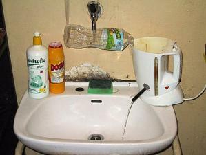 Konecne mame vodu v dome :-D a aj teplu :-D :-D nas prietokovy ohrievac :-)