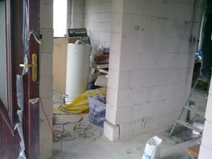chodba /pohlad zo spodnej toalety/, vpredu hostovska a napravo zvysok prizemia... :-)