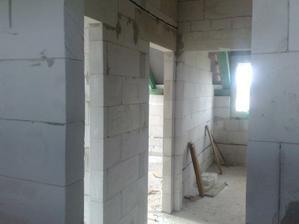 pohlad z vrchnej toalety /nalavo detske izby, vzadu vstup do spalne, napravo schodisko/