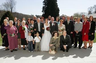 a všichni svatebčané