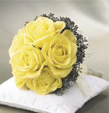 taky pěkná a jednoduchá...jen by byla v kombinaci smatenové růže a vínové kvítky kolem