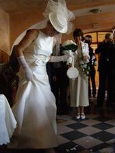 nevěsta pomáhá se střepy :-)