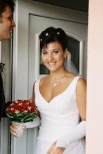 Ženich si vyzvedává nevěstu