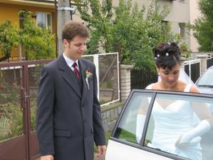 """Úspěšná snaha o """"narvání"""" nevěsty do auta..."""
